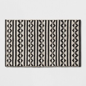 Black Geometric Woven Accent Rugs 2'6\