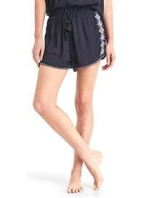 Embroidery crepe short