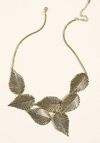 Leafing Town Necklace Gold