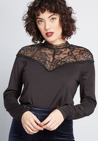 In Chic Spirits Lace Top in Black