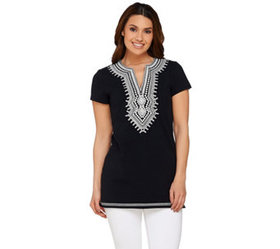 C. Wonder Embroidered Split V-neck Short Sleeve Kn