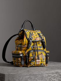 The Small Crossbody Rucksack in Graffiti Print Vin
