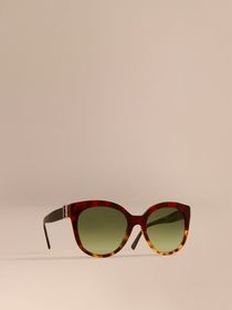 Buckle Detail Cat-eye Frame Sunglasses in Amber Ye