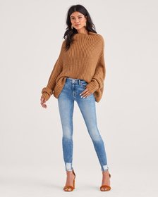 Ankle Skinny with Destroyed Hem and Cut Off Back P