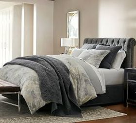 Pottery Barn Chesterfield Tufted Upholstered Stora