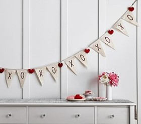 Pottery Barn Valentine's Day XO Sentiment Garland