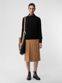 Burberry Embroidered Crest Cashmere Sweater in Bla