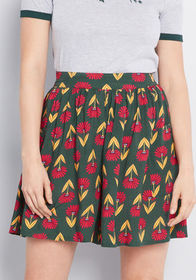 ModCloth Staycation Kickoff Shorts in Green Floral