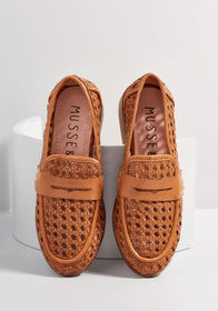 Intricate Ease Leather Loafer Tan