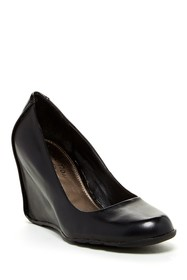 Kenneth Cole Reaction Did U Tell Wedge Pump