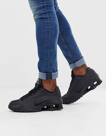 Nike Shox R4 sneakers in black 104265-044