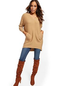 V-Neck Two-Pocket Tunic Sweater - New York & Compa