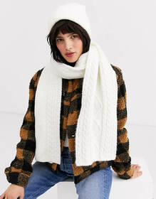 Weekday chunky knit scarf in off-white