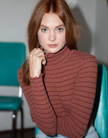 IVY & MAIN Stripe Rust Womens Turtleneck Top_
