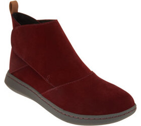 CLOUDSTEPPERS by Clarks Ankle Boots - Step Move Up