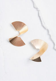 Curvy Nature Earrings in Gold