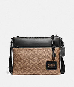 Coach pacer crossbody in signature canvas with coa